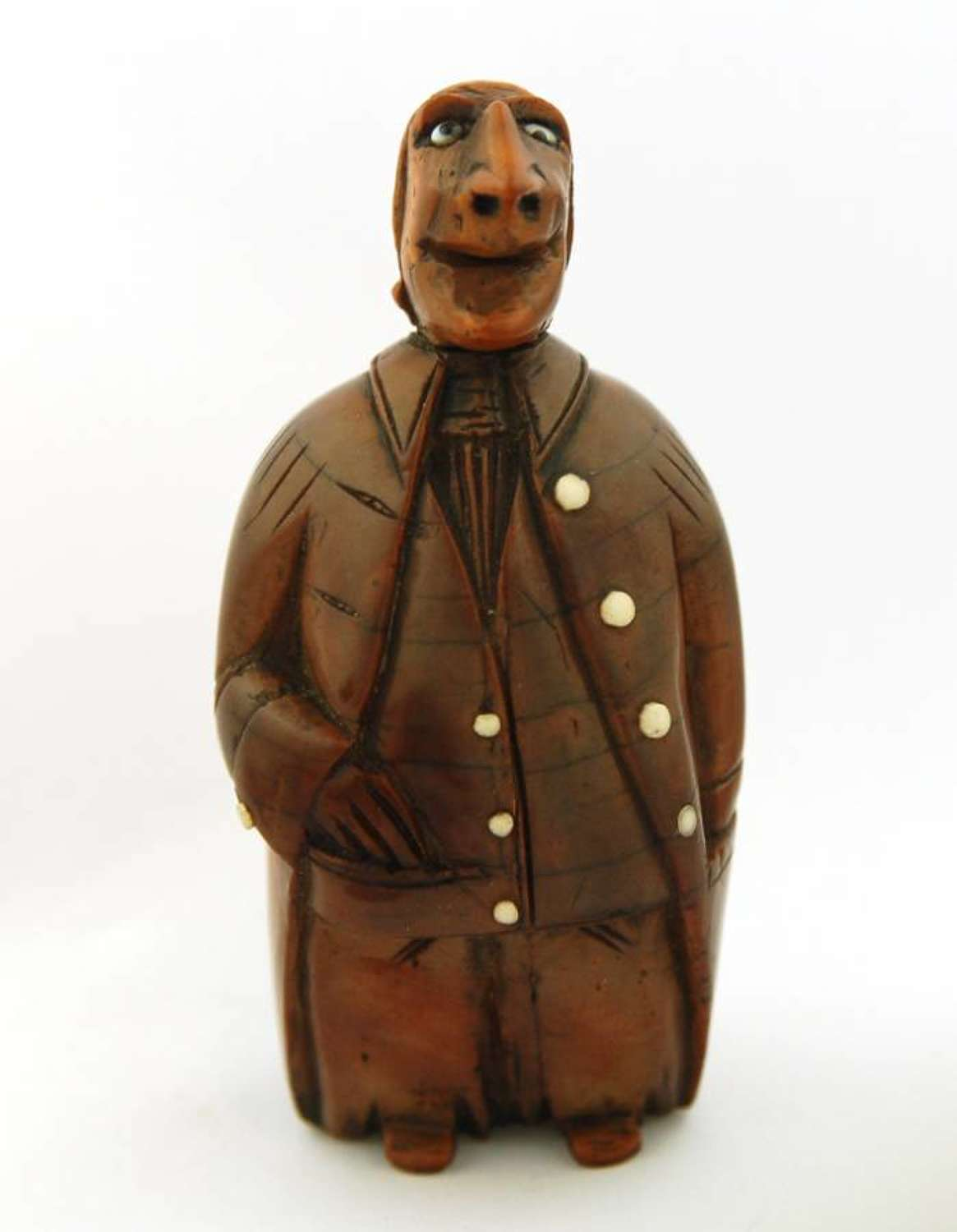 Grotesque gent coquilla snuff