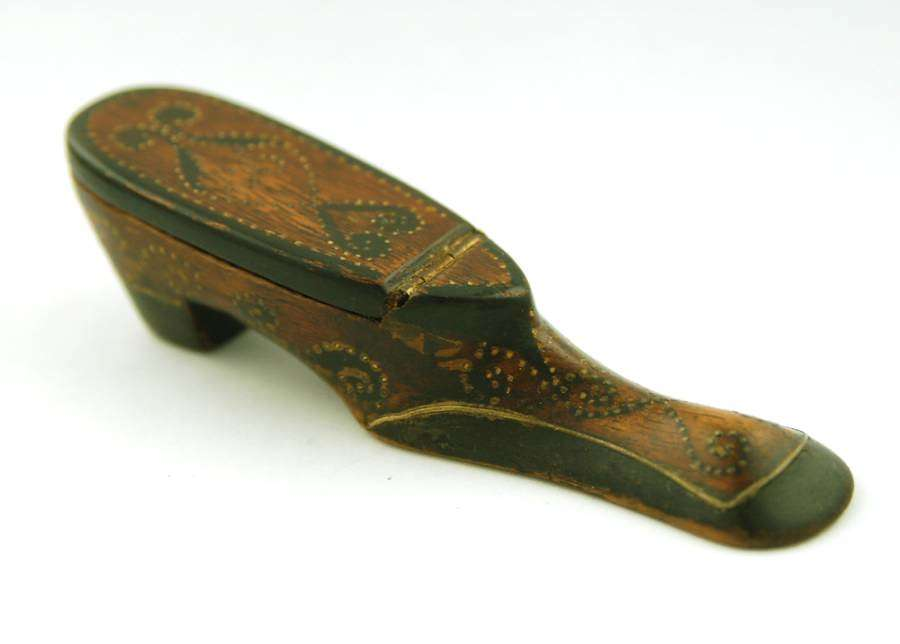 Treen shoe snuff box